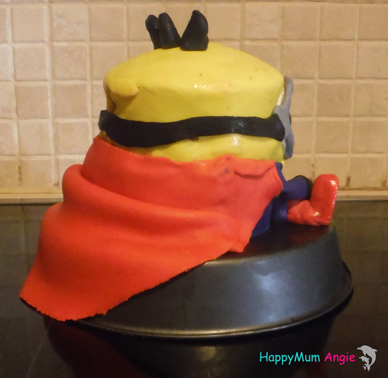 3d-cake-minion-back